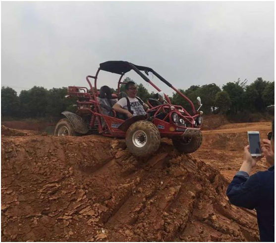 XTM MOTO Off Road Buggy & lado a lado UTV em maior parque florestal Jialong internacional Base Off-Road do China